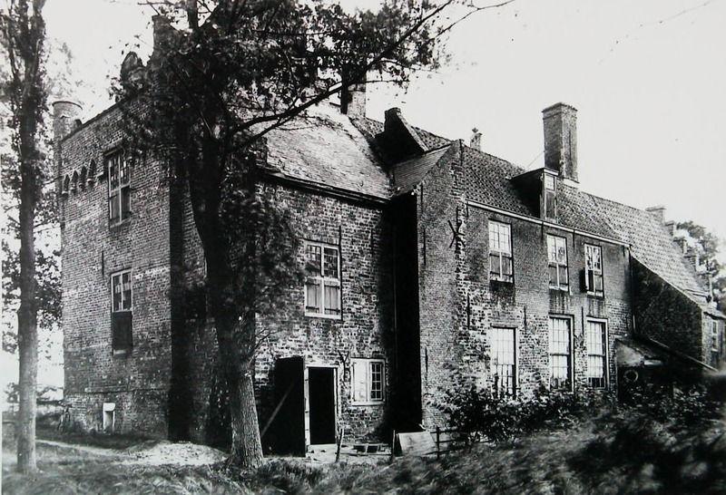 Slot Moermond omstreeks 1920. (Zeeuwse Bibliotheek, Beeldbank Zeeland)