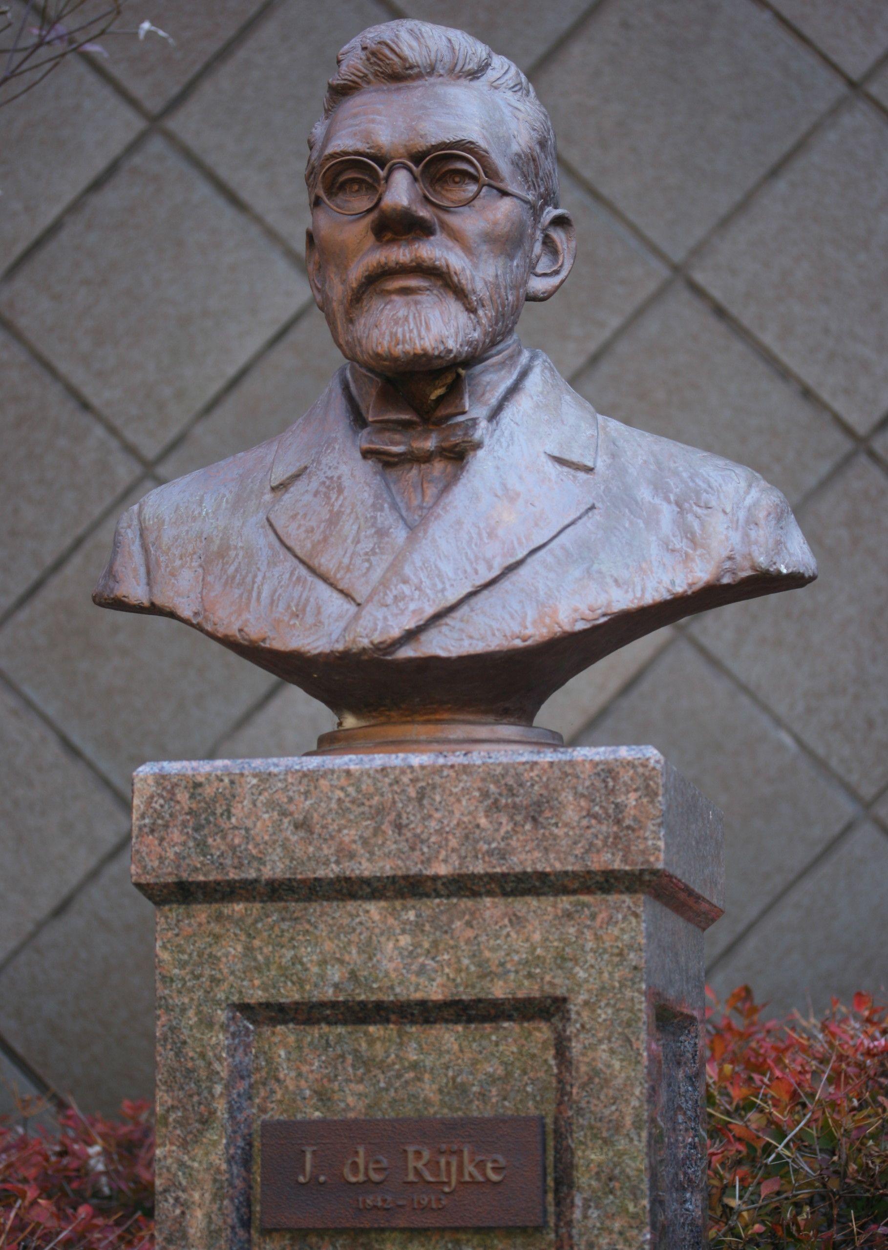 Bronzen borstbeeld van Johannis de Rijke in Hanedanidandan Park in Japan. Een replica staat in Colijnsplaat. (Foto Alpsdake)