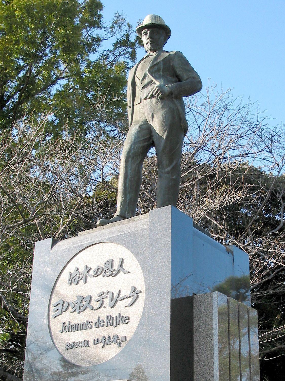 Het grote bronzen standbeeld van De Rijke in het Sendohira River Park in Kaizu dichtbij de stad Nagoya. (Foto Tawashi 2006)