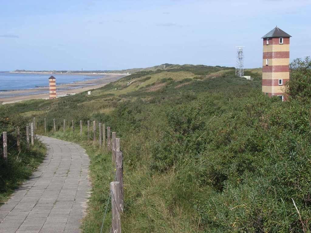 Duinen bij Dishoek. In deze omgeving werd de eerste hagenpreek gehouden. (foto Wikimedia Commons, Bodoklecksel)
