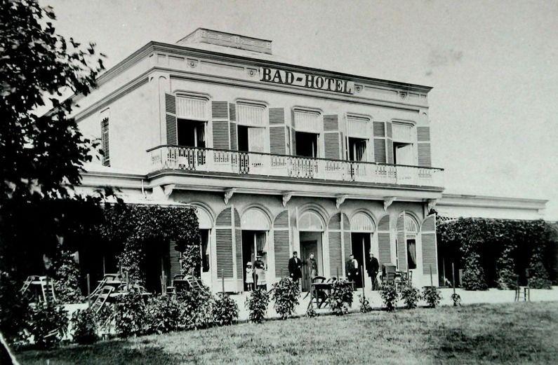 Badhotel Domburg, omstreeks 1880. (Zeeuwse Bibliotheek, Beeldbank Zeeland)