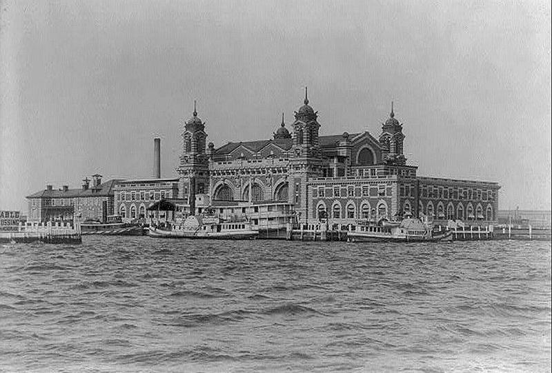 Ellis Island, aankomstplaats van emigranten bij New York, 1905.