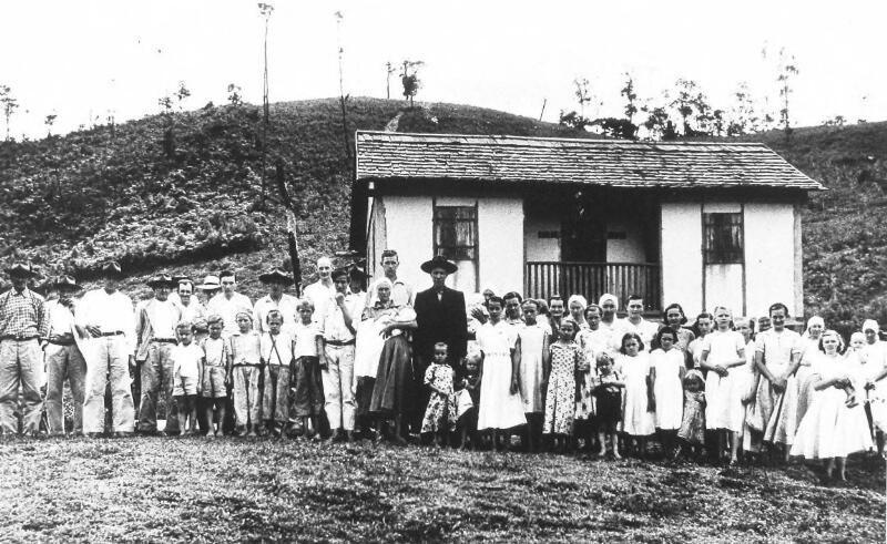 Het huis van Izaak Louwers in Garrafao, district Espirito Sancto, VS, circa 1960. (Zeeuwse Bibliotheek, Beeldbank Zeeland)