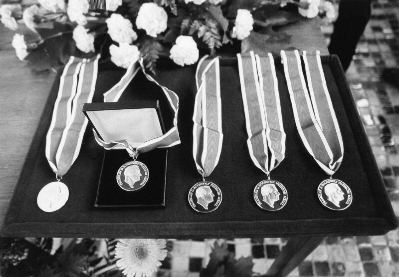 De Franklin D. Roosevelt Four Freedoms Awards, zoals die om het jaar in de Nieuwe Kerk te Middelburg worden uitgereikt, 16 oktober 1982. (Zeeuwse Bibliotheek, Beeldbank Zeeland, foto J. Wolterbeek)