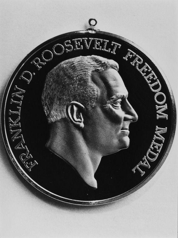Franklin D. Roosevelt Four Freedoms Award, 19 mei 1990. (Zeeuwse Bibliotheek, Beeldbank Zeeland, foto J. Wolterbeek)