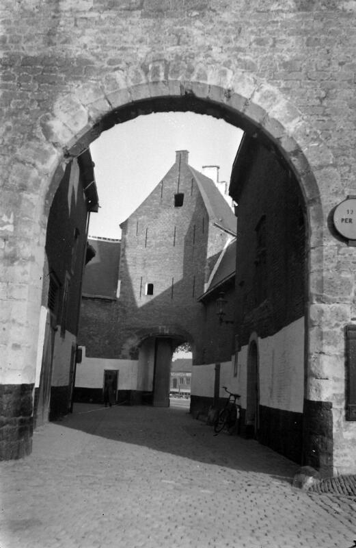 De Noordhavenpoort in Zierikzee omstreeks 1936. (Zeeuwse Bibliotheek, Beeldbank Zeeland)
