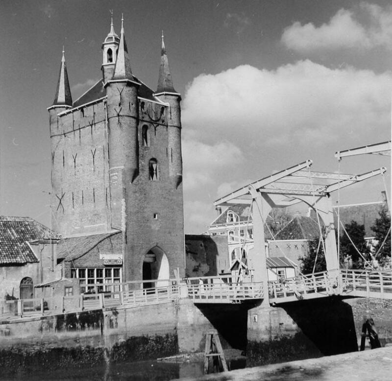 Zuidhavenpoort omstreeks 1960. (Zeeuwse Bibliotheek, Beeldbank Zeeland)