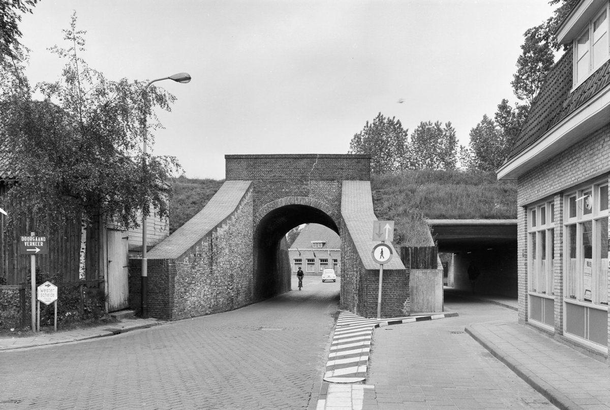 Bagijnepoort in 1967. (Rijksdienst voor het Cultureel Erfgoed, foto Gerard Dukker)