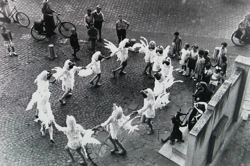 Opvoering van een speciaal Reynaertspel tijdens de Volksfeesten in 1956. (Zeeuwse Bibliotheek, Beeldbank Zeeland)