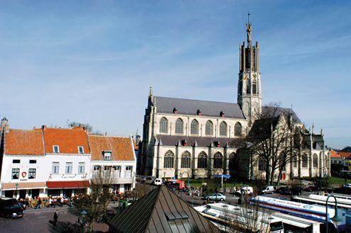 Grote Markt met de Sint-Willibrordusbasiliek.
