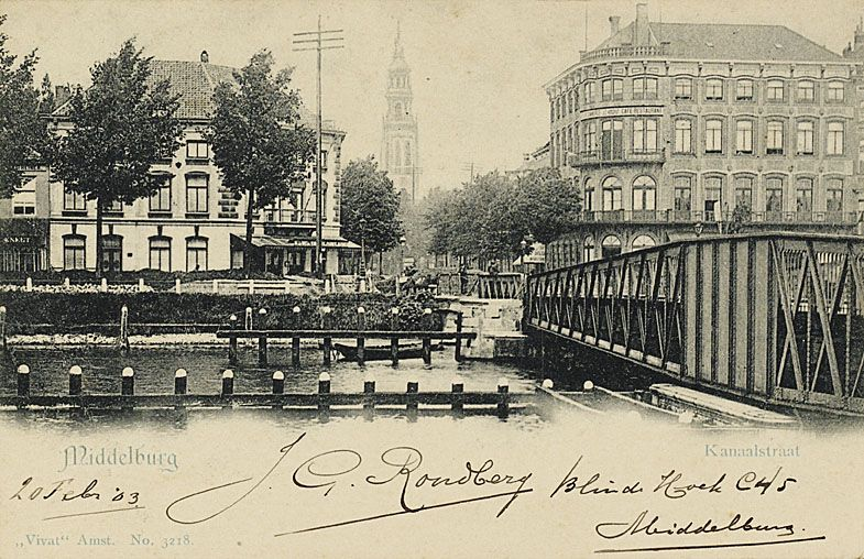 Stationsbrug in Middelburg, met de Stationsstraat, de Blauwedijk (links) en de Loskade (rechts), op een prentbriefkaart van omstreeks 1900. (Zeeuws Archief)