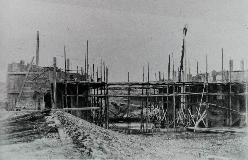 Aanleg van de sluizen bij Wemeldinge in het Kanaal door Zuid-Beveland. Foto van omstreeks 1865. (Zeeuwse Bibliotheek, Beeldbank Zeeland)