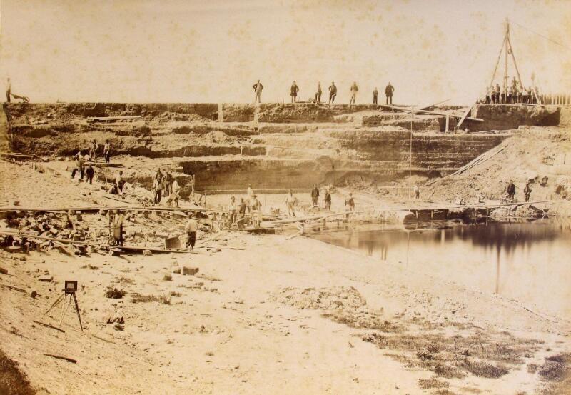 Doorgraven van de zeedijk ten westen van Vlissingen, 1870. (Zeeuwse Bibliotheek, Beeldbank Zeeland, foto A. Preuninger)