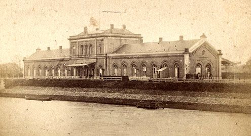 Het station in Middelburg tijdens de bouw in 1871. De foto is gemaakt door Hendrik Hermanus Roelse (1832-1872), Middelburg. (Zeeuws Archief)