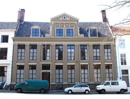 Voormalig woonhuis van kaapvaartreder en koopman Johan Walrand Sandra, aan de Balans in Middelburg. (Foto J. Francke, 2008)