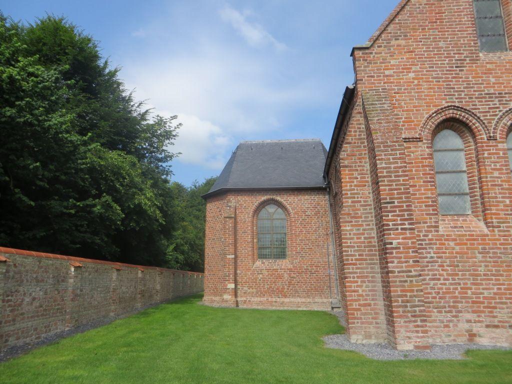 Deel van de kapel en muur. (Beeldbank SCEZ)