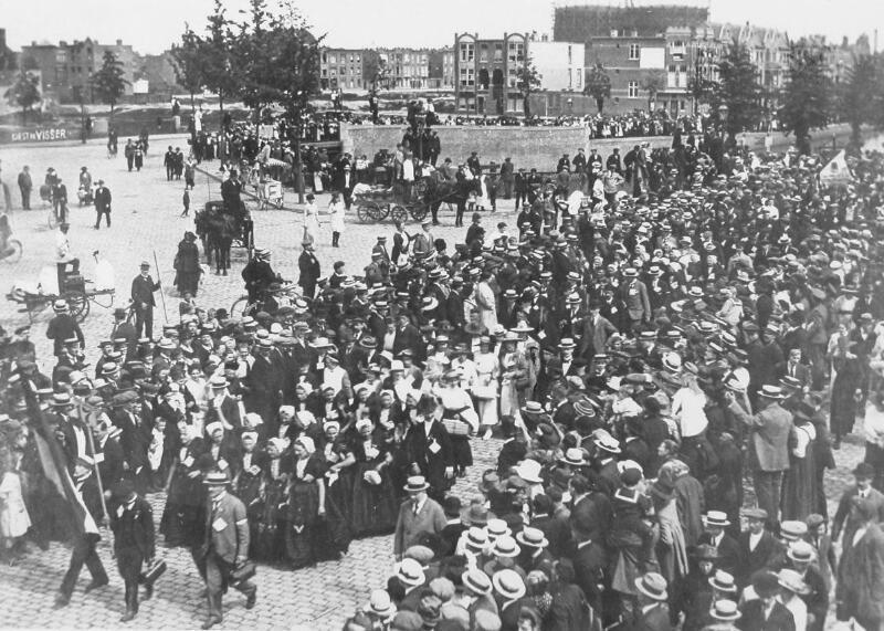 Anti-annexatiebetoging in Den Haag op 3 juni 1919. (Zeeuwse Bibliotheek, Beeldbank Zeeland)