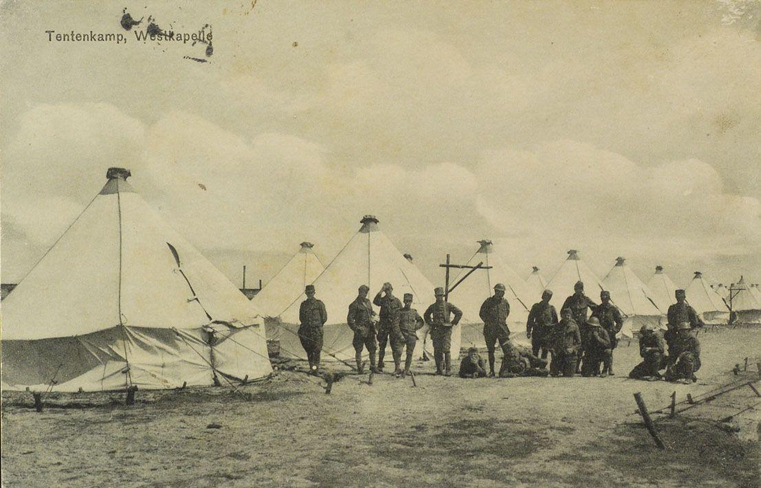Het militair tentenkamp gebouwd tijdens de mobilisatie in Westkapelle op het Zuidervroon. Prentbriefkaart, circa 1914-1916. (Zeeuws Archief, collectie Minderhoud)