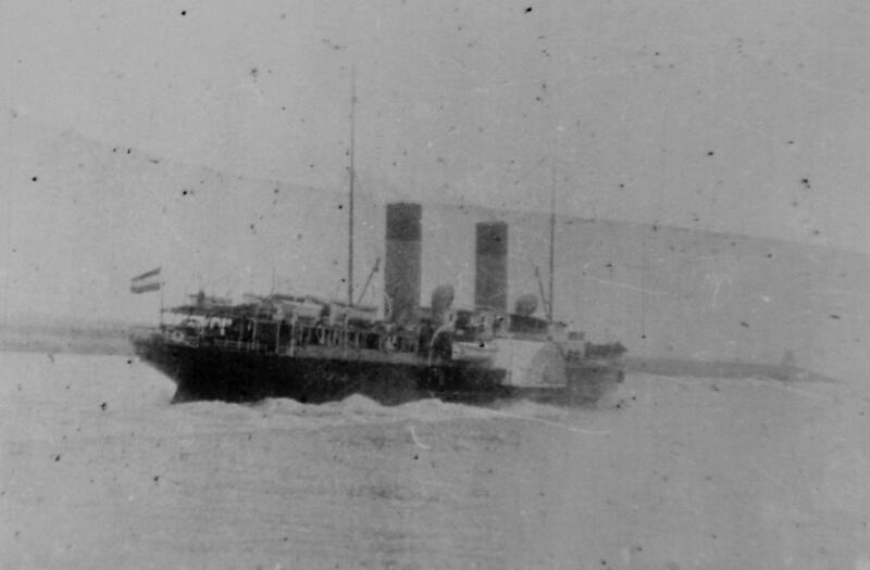 Het vertrek van de Koningin Regentes omstreeks 1912 (ZB, Beeldbank Zeeland). In 1918 werd het schip door een Duitse u-boot getorpedeerd.