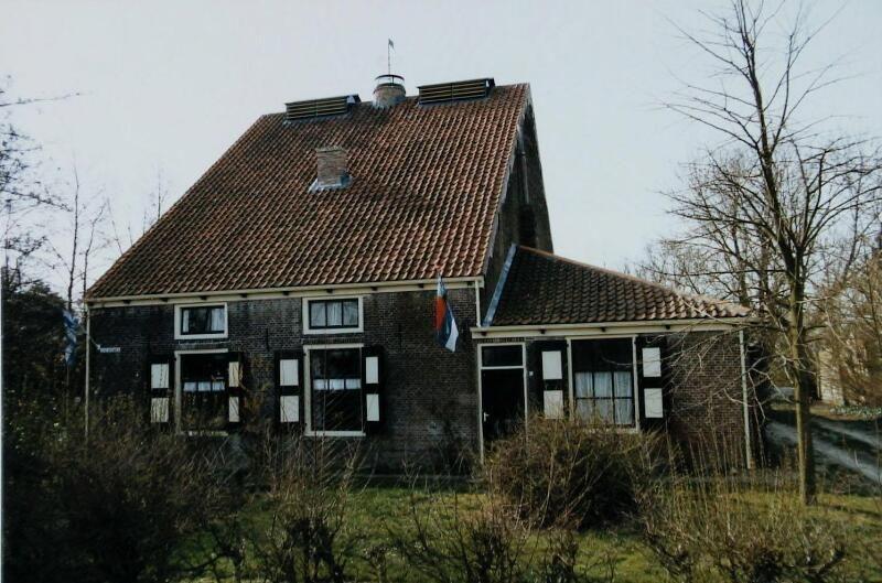 Meestoof Willem III in Noordgouwe werd gebouwd in 1863. (Zeeuwse Bibliotheek, Beeldbank Zeeland, foto W. Helm, 1998)