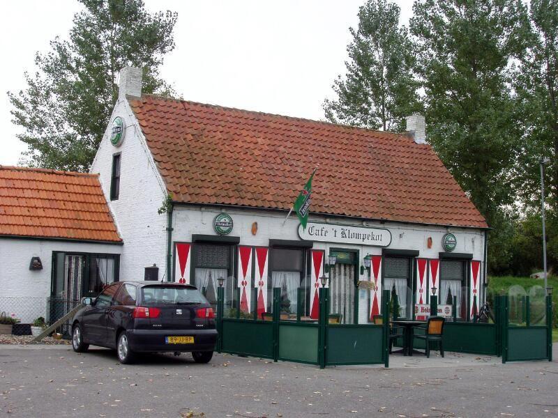 Café 't Klompekot in Borssele. Foto uit 2006. (Zeeuwse Bibliotheek, Beeldbank Zeeland, foto M. Meijer-van der Linde)