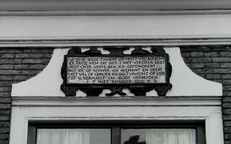 Gevelsteen van het huis aan de Schuitvlotstraat 7 in Middelburg. (Zeeuwse Bibliotheek, Beeldbank Zeeland)