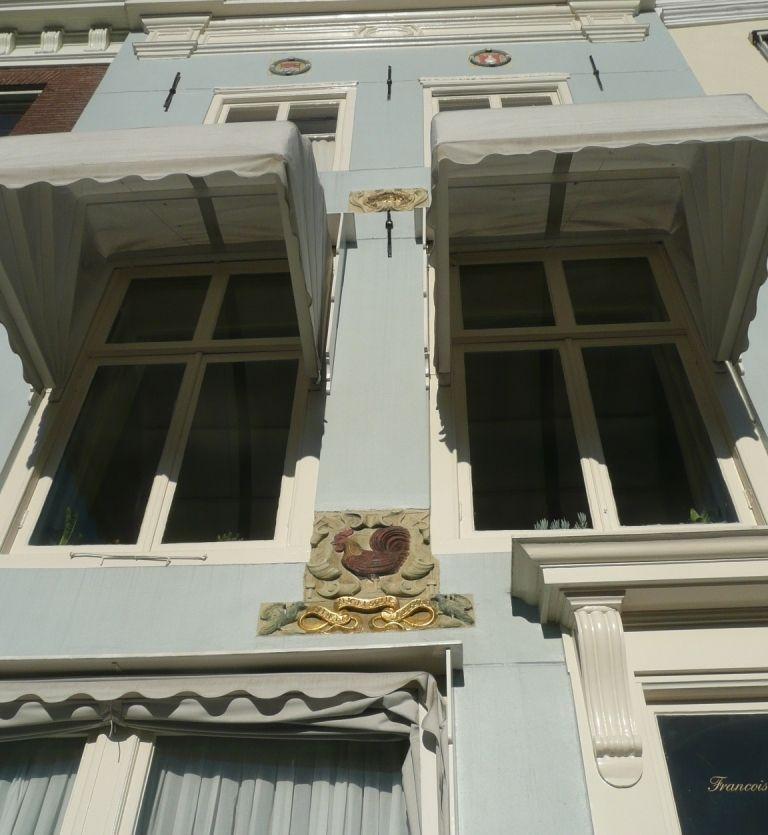 De gevel van Dam 71 in Middelburg laat zich lezen als een prentenboek. (Beeldbank SCEZ)