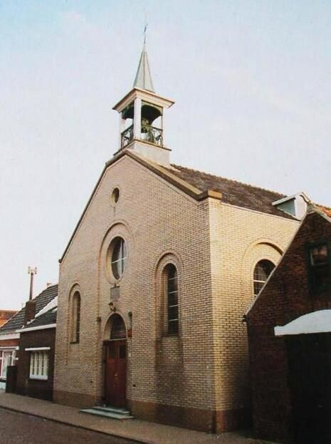 Oud gereformeerde kerk in Sint-Philipsland, omstreeks 1985. (ZB, Beeldbank Zeeland, prentbriefkaart)
