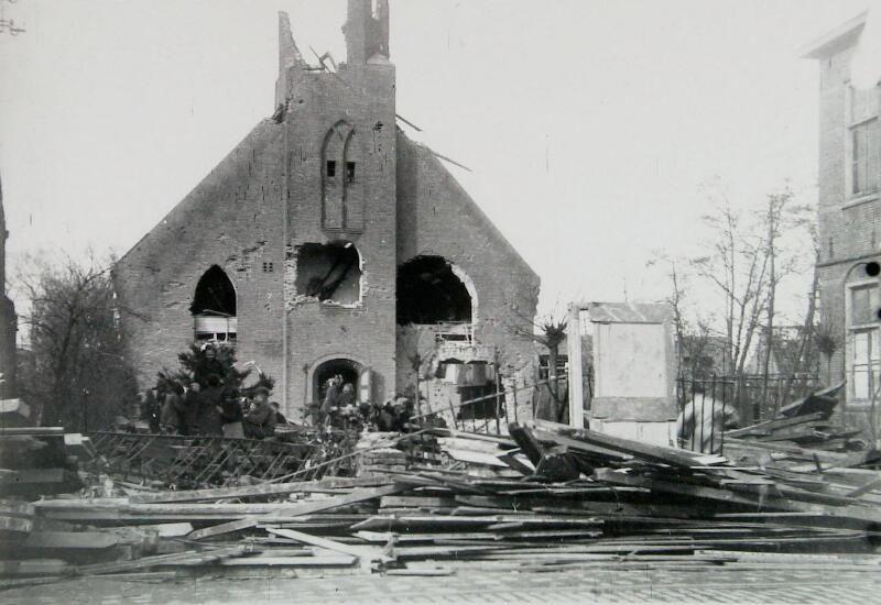 Verwoeste Nederlands Hervormde kerk in Breskens in 1944. (Zeeuwse Bibliotheek, Beeldbank Zeeland, foto M. Geerse)