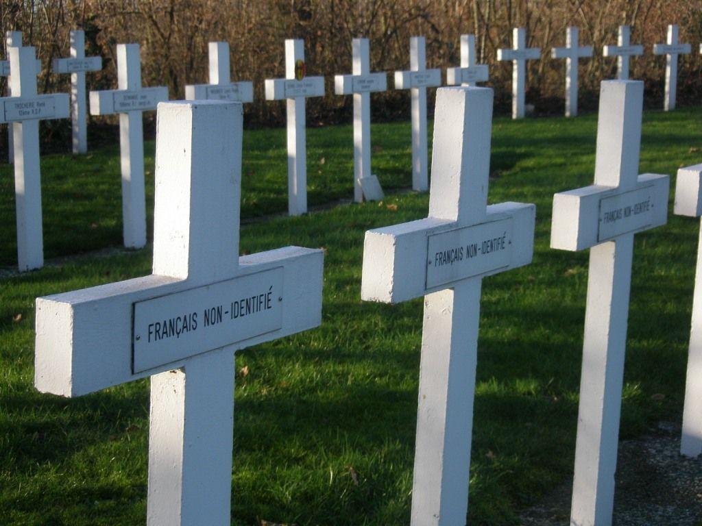 Graven van onbekende gesneuvelden op de begraafplaats in Kapelle. (Beeldbank SCEZ)
