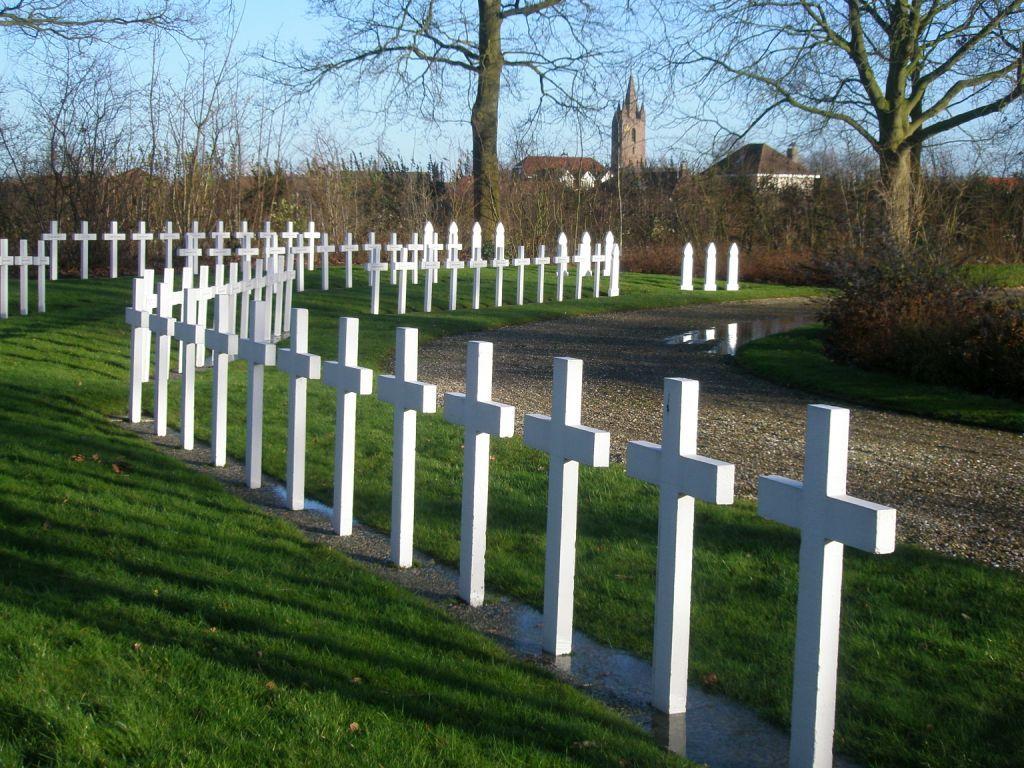 Frans ereveld op de begraafplaats in Kapelle. (Beeldbank SCEZ)