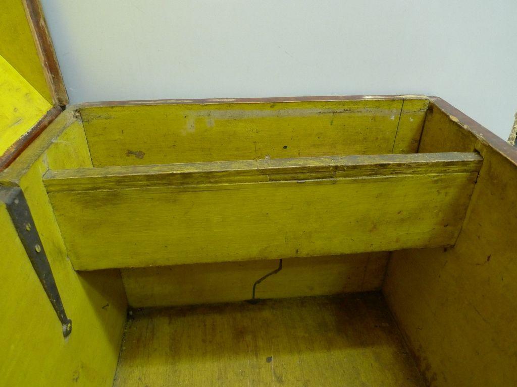 Kist met het geheime compartiment. (Foto Nederlands Openluchtmuseum)
