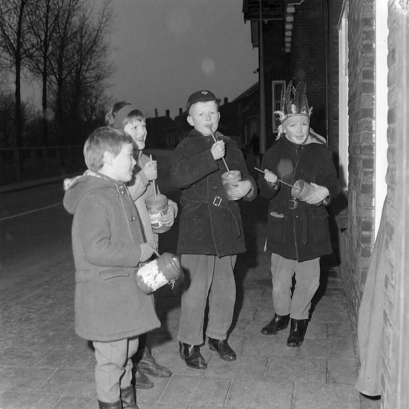 Koenkelen in Heinkenszand in 1966. (Zeeuwse Bibliotheek, Beeldbank Zeeland, foto A. van Wyngen)
