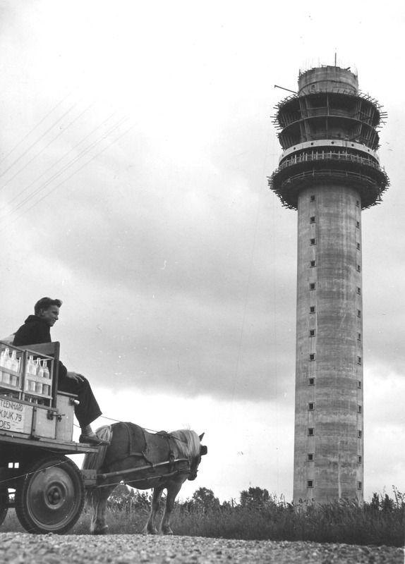 De bouw van de televisietoren in 1956. (Zeeuwse Bibliotheek, Beeldbank Zeeland)