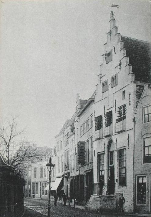 Het Gravensteen in Zierikzee omstreeks 1905. (ZB, Beeldbank Zeeland)