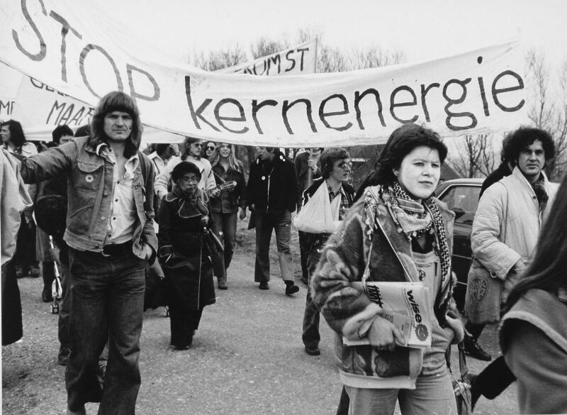 Demonstratie tegen de kerncentrale in 1979. (Zeeuwse Bibliotheek, Beeldbank Zeeland, foto W. Helm)