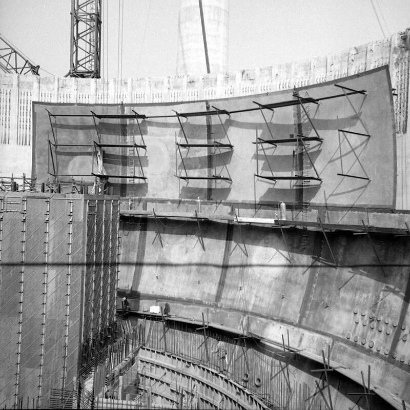 Tijdens de bouw van de kerncentrale. Foto uit 1970. (Zeeuwse Bibliotheek, Beeldbank Zeeland)