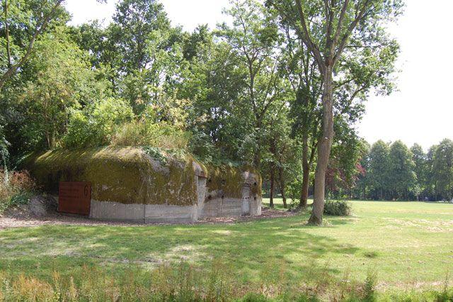 Een van de in het groen gelegen bunkers in Park Toorenvliedt.