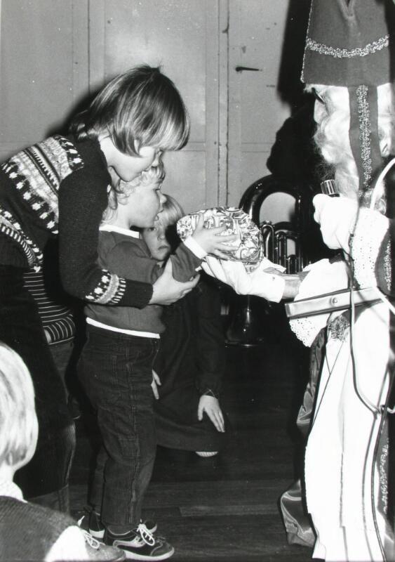 Sinterklaasfeest bij de WMZ in Goes, 1980. (ZB, Beeldbank Zeeland)