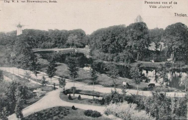 Panorama Tholen vanaf Villa Ostrea. Prentbriefkaart omstreeks 1890. (Zeeuwse Bibliotheek, Beeldbank Zeeland)