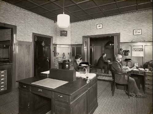 De gemeentesecretaris van Sint Laurens op Walcheren in 1931. (Zeeuws Archief)