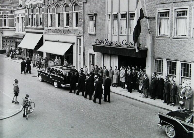 Begrafenisstoet in Vlissingen, 1958. (Zeeuwse Bibliotheek, fotoarchief PZC)