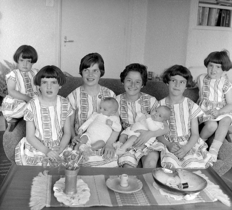 Vier tweelingen in het gezin Ruytenberg in Magrette (bij Axel) in 1961. Het gezin telde in totaal 13 kinderen. (Zeeuwse Bibliotheek, fotoarchief PZC)
