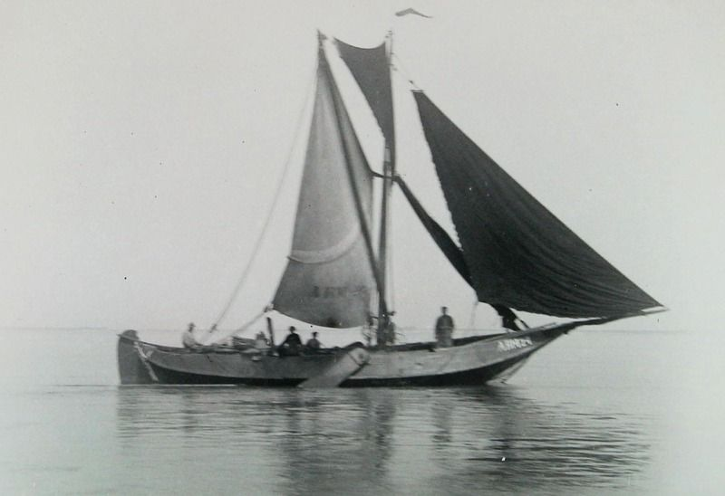 Hoogaars ARM 24 in het Veerse Gat, 1925. (Zeeuwse Bibliotheek, Beeldbank Zeeland, foto P. van der Feen)