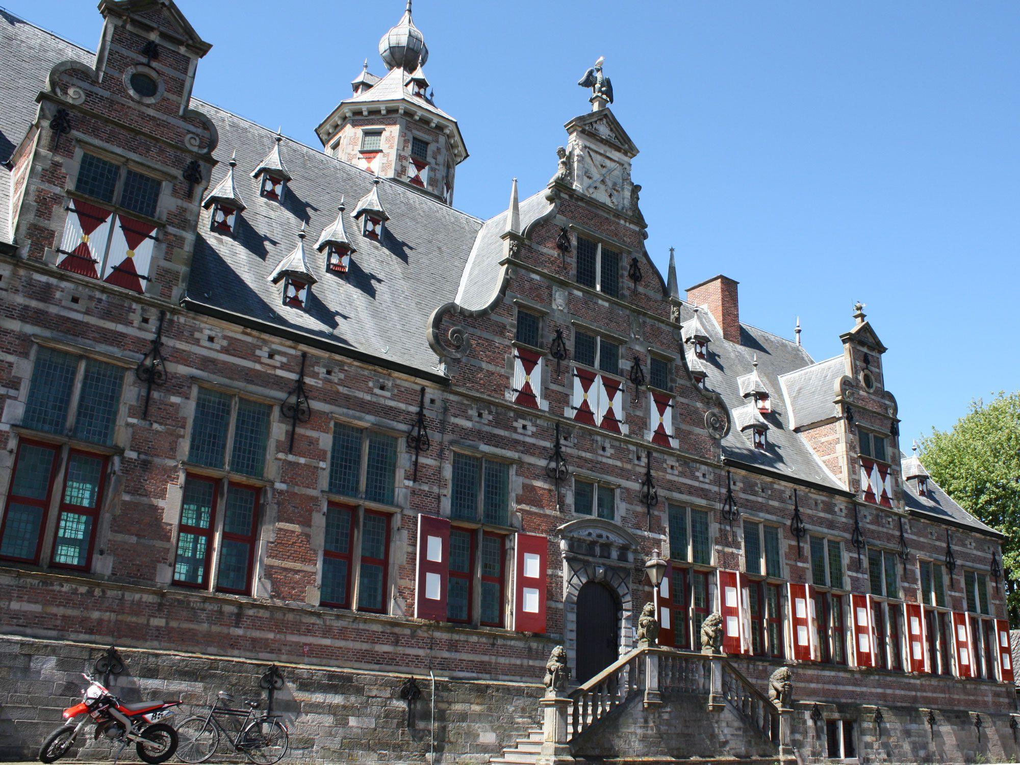 Binnen de kortste keren waren de bedden van het militair hospitaal in Middelburg bezet. Militairen met Spaanse griep werden nu in scholen ondergebracht.