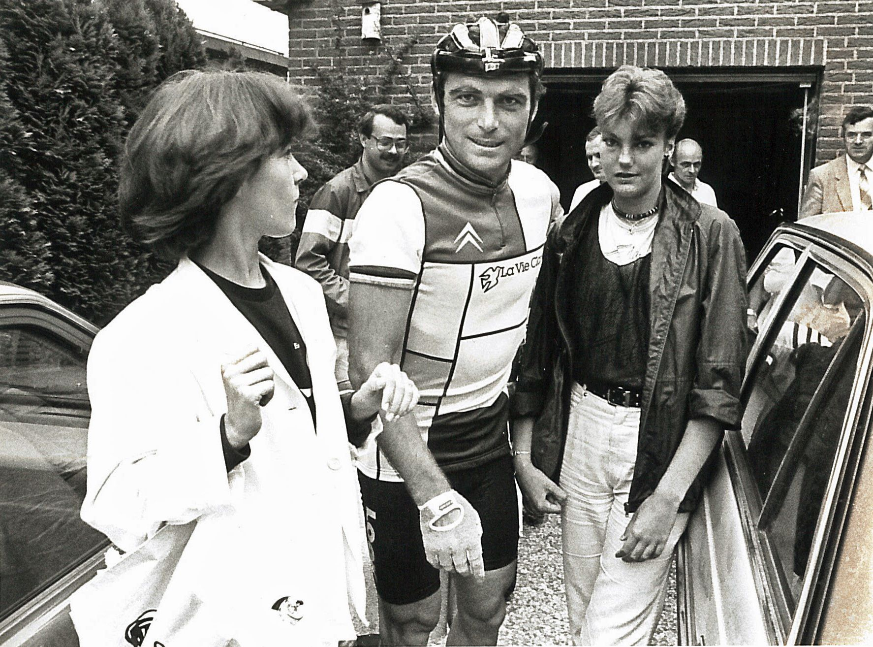 Meervoudig Tourwinnaar Bernard Hinault verscheen aan de start in 's-Heerenhoek. (Foto Archief Regenboogkoers)