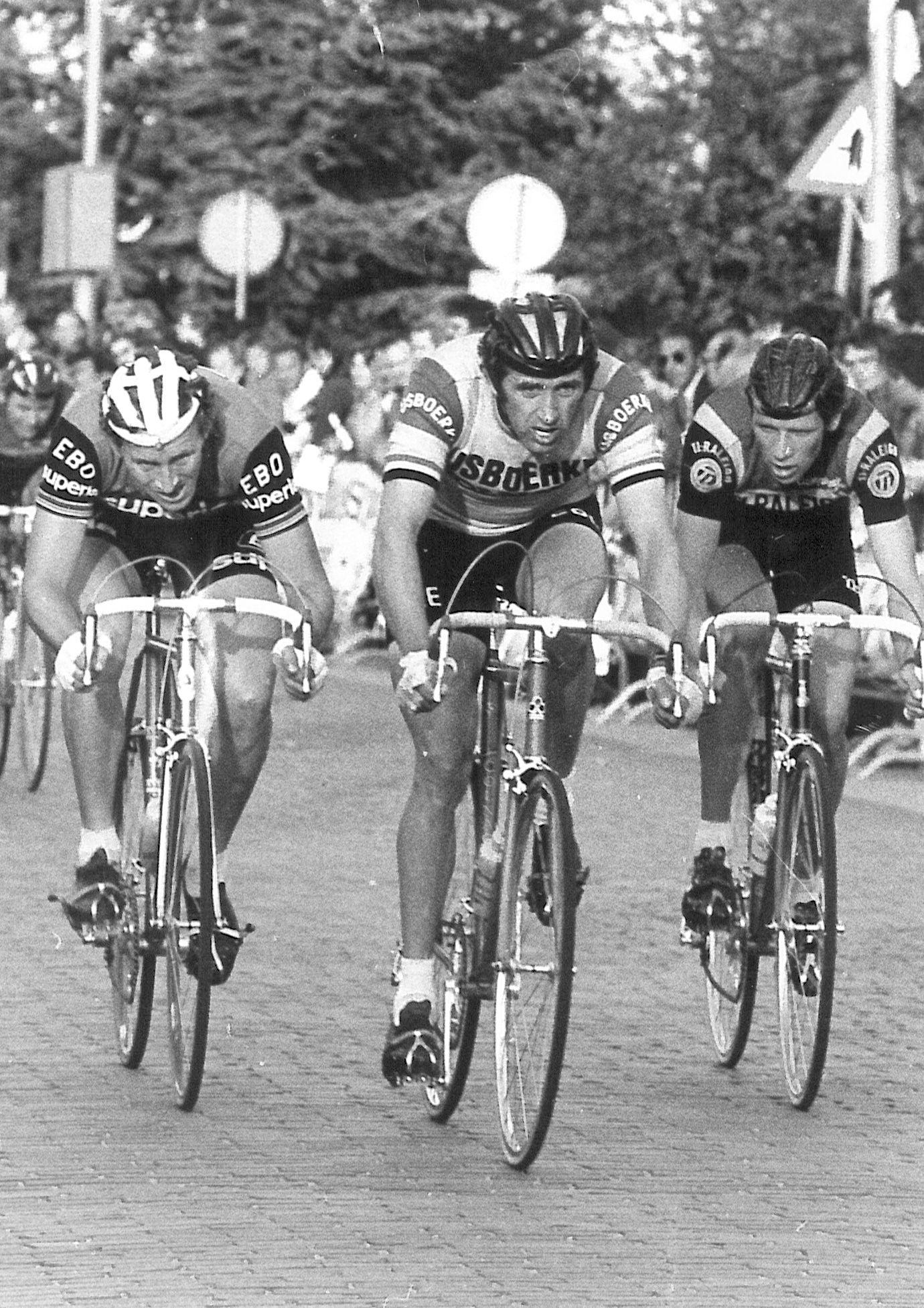 In het midden winnaar Frans Verbeeck, rijdend voor IJsboerke-Colnago; links Ferdi van den Houte van EB-Superia en rechts Henk Lubberding, TI-Raleigh. (Foto Archief Ronde van Kloosterzande)