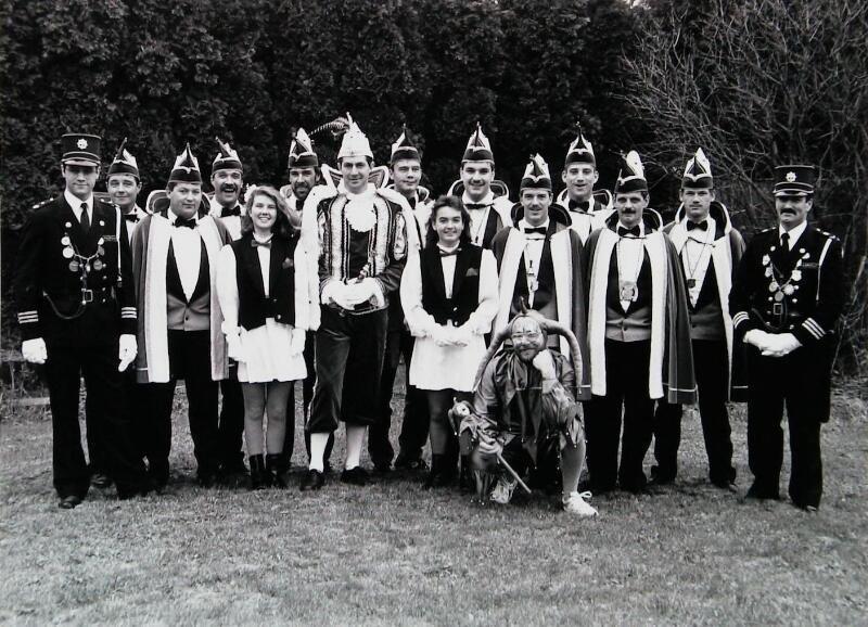 De hoofdrolspelers in het carnaval van 's-Heerenhoek, 1991. (Zeeuwse Bibliotheek, Beeldbank Zeeland, foto W. Helm)