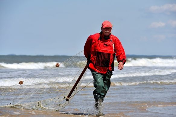 Strandvisser Willem Vreeke uit Domburg zet zich in voor behoud van het traditionele ambacht van de strandvisserij.