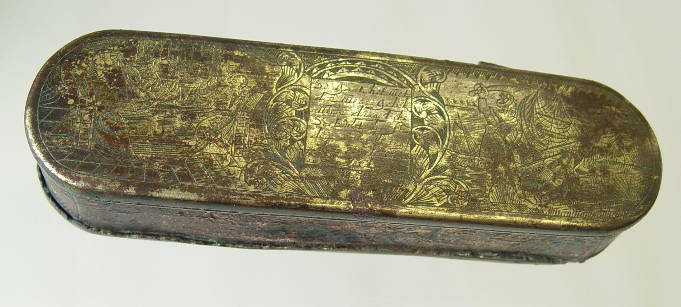 Messing tabaksdoos met gravering en tekst, achttiende eeuw.